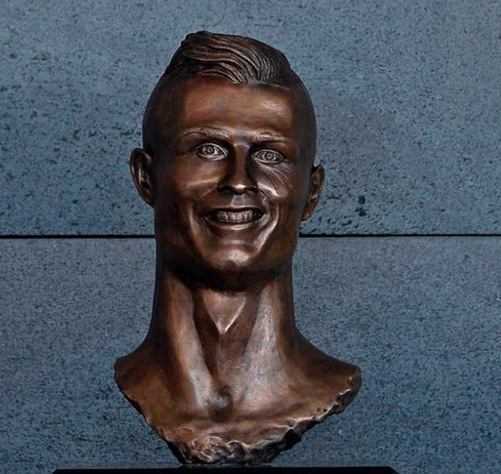 busto cristiano ronaldo02 - La divertida parodia del busto de Cristiano Ronaldo en un programa de la televisión portuguesa