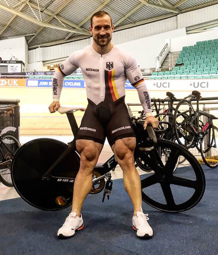 Los enormes muslos del ciclista profesional Robert Förstemann